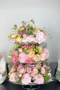 Check out these gorgeous ideas for cake stand wedding centerpieces. See how to make flower arrangements on cake stands and cake stand centerpieces. So easy! Deco Floral, Floral Cake, Arte Floral, Floral Design, Unique Wedding Centerpieces, Floral Centerpieces, Unique Weddings, Wedding Decorations, Centerpiece Ideas