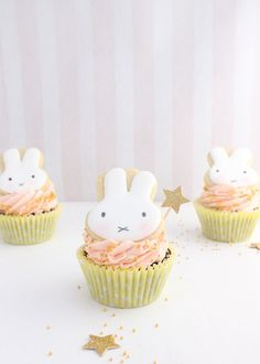 Whether as part of an Easter desert table or just for fun, these easy Miffy cookie cupcakes are sure to make your day just a little sweeter! Easter Cupcakes, Baby Shower Cupcakes, Cupcake Cookies, Flower Cupcakes, Christmas Cupcakes, Slow Cooker Desserts, Miffy Cake, Bebe 1 An, Easter Deserts