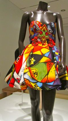 Gianni Versace Designs | gianni versace design in characteristic bold colours