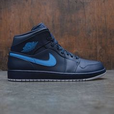 7d53f944805b4f Air Jordan 1 Mid Men (navy   obsidian   university blue-white)