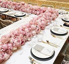 Dusty rose is becoming the wedding trend in This pink tone is a perfect color. Here are some chic dusty rose wedding ideas! Dusty rose is becoming the wedding trend in This pink tone is a perfect color. Here are some chic dusty rose wedding ideas! Wedding Dinner, Wedding Reception, Dream Wedding, Wedding Bride, Long Wedding Tables, Wedding Verses, Long Tables, Wedding Gold, Wedding Fair