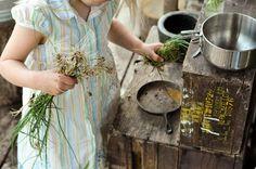 Outdoor mud pie kitchen - adorable idea!