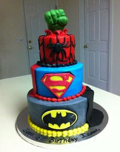 WANT! Got to be one of the best cakes we've ever seen! What do you guys think? xoxo #superhero #marvel #DC