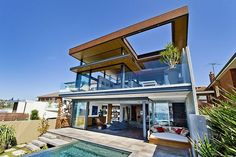 My FAVOURITE beach house ever. Architecture at its best! The home breathes soul and life! The place where dreams are and Worries & stress disappear into nothing. Sleep with the crashing of the waves, the sound of the crickets and wake to the warm scent of lemons! Life doesn't get any more beautiful than this! Bronte House by Rolf Ockert Design