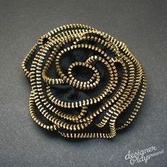 Rose Zipper Brooch in Black and Gold Teeth  von designerplayground