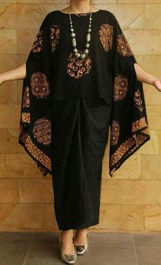 Best 12 Sewing Blouse Cucire tunica stessi – rapidamente e facilmente Muslim Fashion, Hijab Fashion, Diy Fashion, Fashion Outfits, Womens Fashion, Lolita Fashion, Kebaya Dress, Batik Kebaya, Blouse Batik