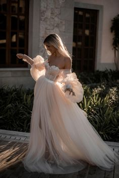 Wedding Dresses Vintage Princess Elegant Off Shoulder Long Sleeves Pearl Pink Tulle Wedding Dress with MPdresses.Wedding Dresses Vintage Princess Elegant Off Shoulder Long Sleeves Pearl Pink Tulle Wedding Dress with MPdresses Boho Wedding Dress With Sleeves, Top Wedding Dresses, Wedding Dress Trends, Tulle Wedding, Bridal Dresses, Modest Wedding, Mermaid Wedding, Romantic Dresses, Couture Wedding Gowns