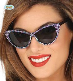 50-luvun+naisten+aurinkolasit,+Lila+timanteilla Costume Hippie, Accessoires Photo, Rock N Roll, Cat Eye Sunglasses, Pin Up, Products, Fashion, Black Glass, Glow