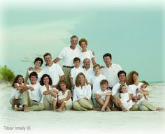 How to pose large family groups