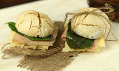 Si eres celíaco debes aprender a hacer estos deliciosos panes. Descubre la receta explicada con un video tutorial exclusivo en: http://www.elgranchef.com/6253/pan-para-celiacos