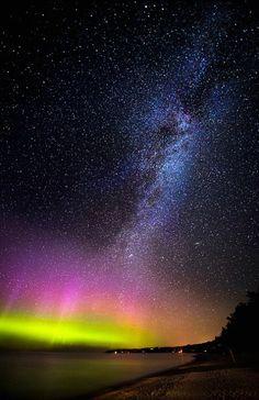 Beautiful Northern Michigan, the setting of The Gateway Chronicles. Aurora borealis, Milky Way. A rare spectacular light show in northern Michigan. photo: Scott Merriman.