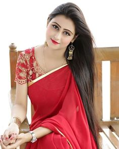 Looking beautiful in gorgeous embroidered blouse with saree Beautiful Girl Photo, Beautiful Girl Indian, Most Beautiful Indian Actress, Beautiful Saree, Beautiful Bride, Beauty Full Girl, Beauty Women, Saree Photoshoot, Indian Beauty Saree