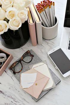 Inspiring Feminine Home Office Decor Ideas For Your Dream Job - Home.Decor - Home Office Fall Inspiration, Motivation Inspiration, Feminine Home Offices, Feminine Office, Desk Space, Workspace Desk, Study Space, Office Workspace, Office Spaces