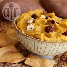 Süßkartoffel-Hummus / Eine etwas andere Art von Hummus - es wird mit Süßkartoffeln und Kichererbsen gemacht und mit Kurkuma aromatisiert@ de.allrecipes.com