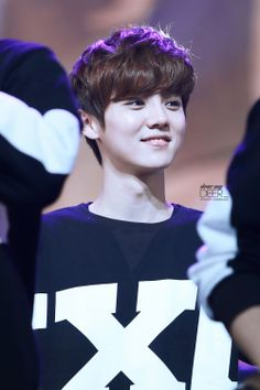 Happy 25th birthday to Luhan with his never-aging smile, girly looks, soccer legs and angelic voice!! Happy birthday my deer!
