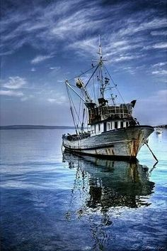 Gulf fishing boat~Louisiana ~ Worked on brother-in-law's shrimp boat for yrs., starting at age awesome Forrest Gump memories! Old Boats, Small Boats, Shrimp Boat, Boat Art, Boat Painting, Wooden Boats, Fishing Boats, Fishing Chair, Fishing Rod
