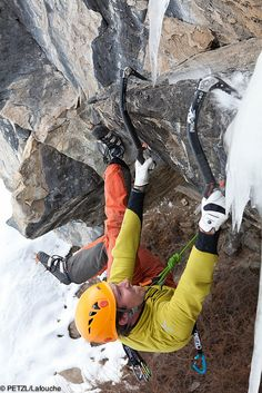 ☆ on the edge . Sport Climbing, Rock Climbing, Ice Climber, Dynamic Poses, Mountain Climbing, Extreme Sports, Mountaineering, Climbers, Outdoor Life