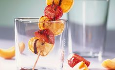 Pancake-Frucht-Spieße mit Nussnougatsauce | Mondamin