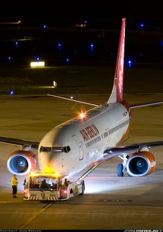 Boeing 737-808 aircraft picture