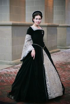 A gorgeous Tudor dress! (although the website this takes you to is some sort of wacky religious re-imagining of actual history. Just look at the pretty dress, lol.)