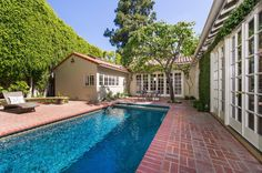 Very pretty and private pool setting. Photos: Jodie Fosters Hollywood Hills home for sale