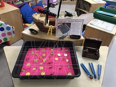 Pirate finger gym - Use the tweezers to collect the coins and place them in the treasure chest Pirate Activities, Eyfs Activities, Nursery Activities, Toddler Activities, Pirate Day, Pirate Theme, Pirate Life, Fun Crafts For Kids, Toddler Crafts