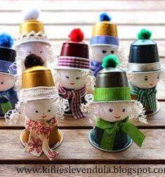 Coffee pod elf girls - adorable recycling Christmas craft for kids // Kv kapszula man lnyok - kreatv jrahasznosts gyerekeknek // Mindy - craft tutorial collection // Recycled Christmas Decorations, Easter Crafts For Kids, Christmas Crafts For Kids, Toddler Crafts, Diy For Kids, Holiday Crafts, Recycled Paper Crafts, Upcycled Crafts, Handmade Crafts