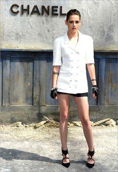 Kristen Stewart no desfile da Chanel! Blazer manga curta