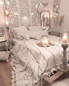 home decor habitacion Stunning Bohemian Bedroom Decor to Inspire You 19 Bohemian Style Home, Bohemian Bedroom Design, Bohemian Style Bedrooms, Boho Bedroom Decor, Bedroom Vintage, Cozy Bedroom, Modern Bedroom, Bedroom Ideas, Bedroom Designs