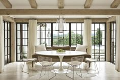 Love the Saarinen dining table mixed with traditional furnishings