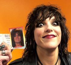 Lzzy Hale doing the Tommy Lee ( 🖕 you still mad aren't you? I had to Crazy or Taylor would have had me murdered) Hale Storm, Rainha Do Rock, Lzzy Hale, Music Things, Tommy Lee, Band Memes, Hyde, Hard Rock, Celebrity Photos