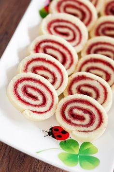 Piškótová roláda s džemom - Recept pre každého kuchára, množstvo receptov pre pečenie a varenie. Recepty pre chutný život. Slovenské jedlá a medzinárodná kuchyňa