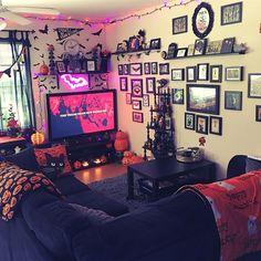 Halloween Living Room, Halloween Bedroom, Halloween Home Decor, Dark Home Decor, Goth Home Decor, Gypsy Decor, Gothic Room, Gothic House, Room Ideas Bedroom