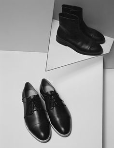 leather ankle shoes // by COS