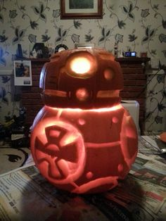 Droids are for life, not just for halloween! Bb8, Halloween, Cake, Desserts, Crafts, Food, Tailgate Desserts, Deserts, Manualidades