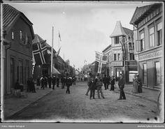 Gateparti St. Mariegate/Glengsgate i Sarpsborg ved kongebesøk av Oscar II, festdag august 1899. Norway, Street View, Pictures