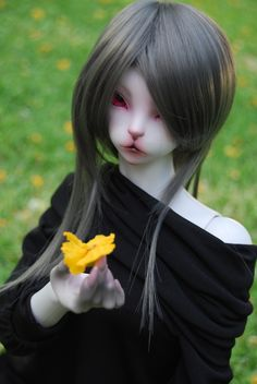 Grey in yellow Skàdi, Luna Tamer IH. Isn't she beautiful? ^^  By Purple ♥ Enma