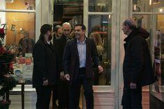 Για ...ρετσινούλα χύμα ο Αλέξης Τσίπρας με την παρέα του μετά από μια δύσκολη μέρα στο γραφείο του στη Θεσσαλονίκη !!!