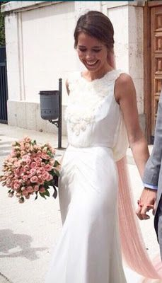 Las novias de Helena Mareque y sus velos de colores Wedding Veils, Wedding Bride, Dream Wedding, Bridal Dresses, Flower Girl Dresses, Bridal Tips, Perfect Bride, Beach Wedding Inspiration, Glamorous Wedding