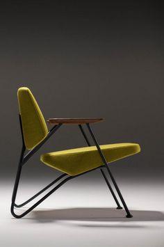 Polygon est un fauteuil à l'aspect un peu oldies, l'influence est clairement celle des années 50. Polygon est proposé dans différents coloris, on apprécie les modèles avec les couleurs vives ce qui tranche avec l'influence du design. Partagez cet article :1.1k PARTAGES Partager Tweet7 Partager3 Pin it1.1k