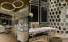 A monochrome palette combining traditional and contemporary finishes Trewarne Fine jewelry store by MIM Design Chadstone 03 Jewelry Store Displays, Jewelry Store Design, Mim Design, Design Blog, Retail Interior, Best Interior, Jewellery Showroom, Jewellery Shops, Jewelry Stores