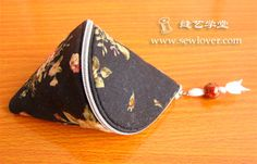 tutorial for small snail shell zipper pouch with link to pattern...very cute and easy