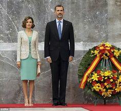 Don Felipe y Doña Letizia, durante la ceremonia de homenaje ante el Monumento de los Niños Héroes. Bosque de Chapultepec. México D.F., 29.06.2015