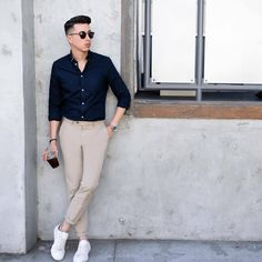 Mens Style Discover 8 Things All Stylish Guys Secretly Do - Mens Fashion Secrets Stylish Mens Outfits, Casual Outfits, Men Casual, Casual Attire, Casual Shoes, Mens Fashion Blog, Mens Fashion Suits, Men's Fashion, Fashion Watches