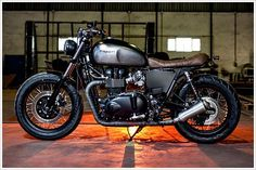 Triumph Bonneville SE - Maccomotors - Pipeburn - Purveyors of Classic Motorcycles, Cafe Racers & Custom   http://your-beautiful-motorbikes-gallery.blogspot.com