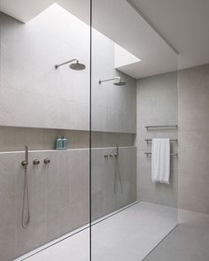 One tile bathrooms not your thing? Want to create interest while still maintaining a cohesive and timeless design? There's a range of ways to create WOW factor other than using contrasting tile colours. Coastal Bathrooms, Small Bathroom, Master Bathroom, Stone Bathroom, Light Grey Bathrooms, Bathroom Niche, Concrete Bathroom, Neutral Bathroom, Luxury Bathrooms