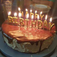 Wenn dir deine Schwester deine Lieblingstorte zum Geburtstag macht  Danke nochmal  Der Geburtstag ist nun auch überstanden und mein jüngster meinte zu mir dass ich ab jetzt aber wirklich schon sehr alt bin.  Aber ich kann es ihm nachfühlen - für mich waren früher alle Leute über 30 auch uralt  #geburtstag Birthday Candles, Blog, Instagram, Thanks, Blogging
