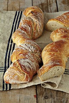 The simplest recipe for the richest bread ? No Salt Recipes, Bread Recipes, Real Food Recipes, Healthy Recipes, Pizza Recipes, Pan Bread, Bread Baking, Tasty Bites, Beignets