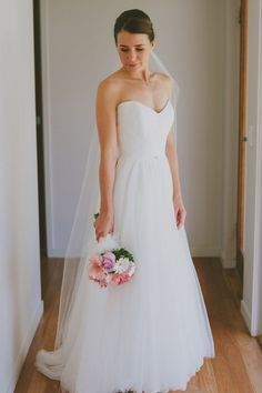 Simple wedding dress finished with lace bodice on the top of a line skirt. This generous gown was made of strapless sweetheart neckline lace bodice combine with layered tulle skirt.