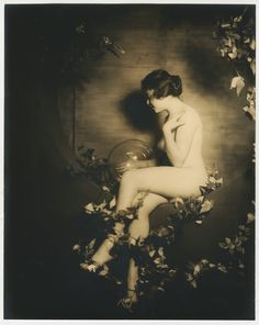 Alfred Cheney Johnston - portrait of a flapper Ziegfeld Follies girls, 1920s